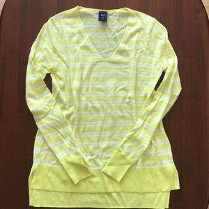 NWOT Gap V Neck Lightweight Sweater XS